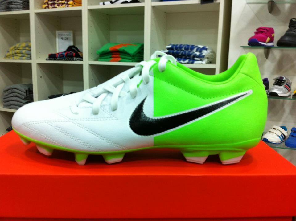 politico Pigmento Soldato  Scarpe Da Calcio Nike Total 90 Shoot IV FG Bianche Verdi - Shopping Sport  Scarpe