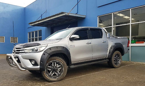+75 MM EXTENDED FLARES TOYOTA HILUX 2015>
