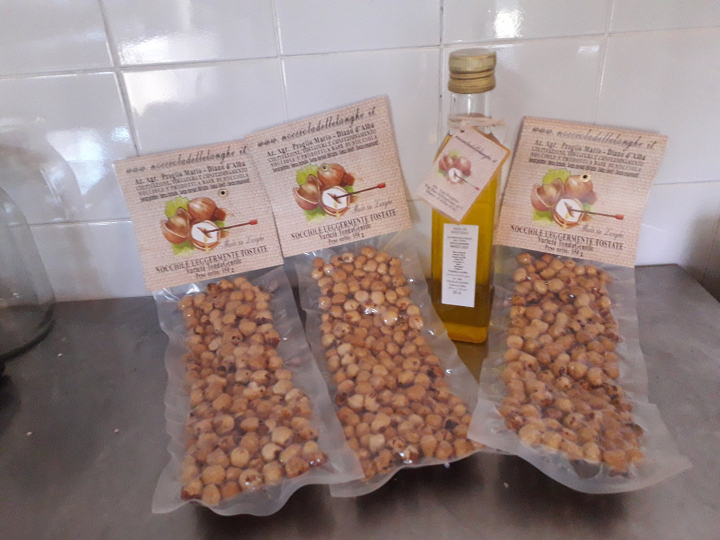 OFFERTA NOCCIOLE TOSTATE E OLIO DI NOCCIOLE - OFFER TOASTED HAZELNUTS AND HAZELNUT OIL