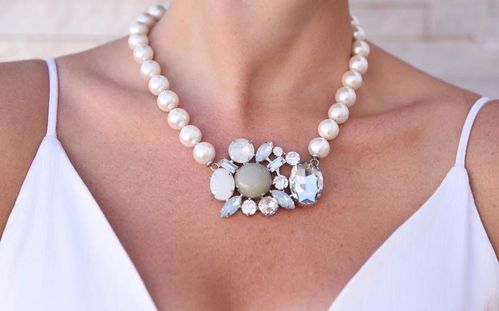 NECKLACE 1709 PEARLS IN SHELL WHITE
